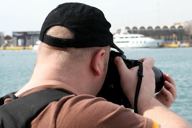 セレブが自分自身の写真をSNSにアップしたらカメラマンの著作権侵害になるのか